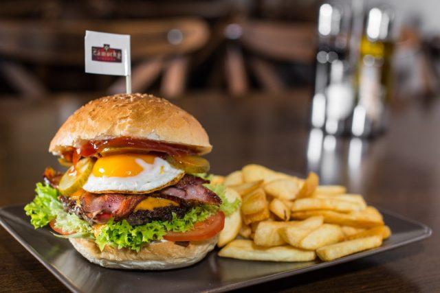 Zámocký pivovar - Slaninový burger - Burgre.sk