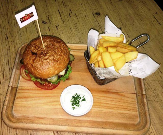 Zámocký pivovar - Šťavnatý burger Zámockého pivovaru - Burgre.sk